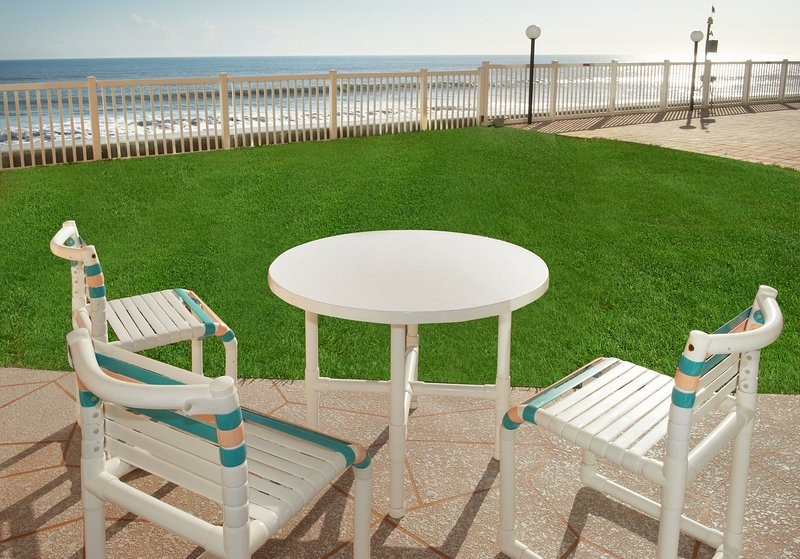 Direct Oceanfront – Ground floor with excellent views, vacation rental in Satellite Beach
