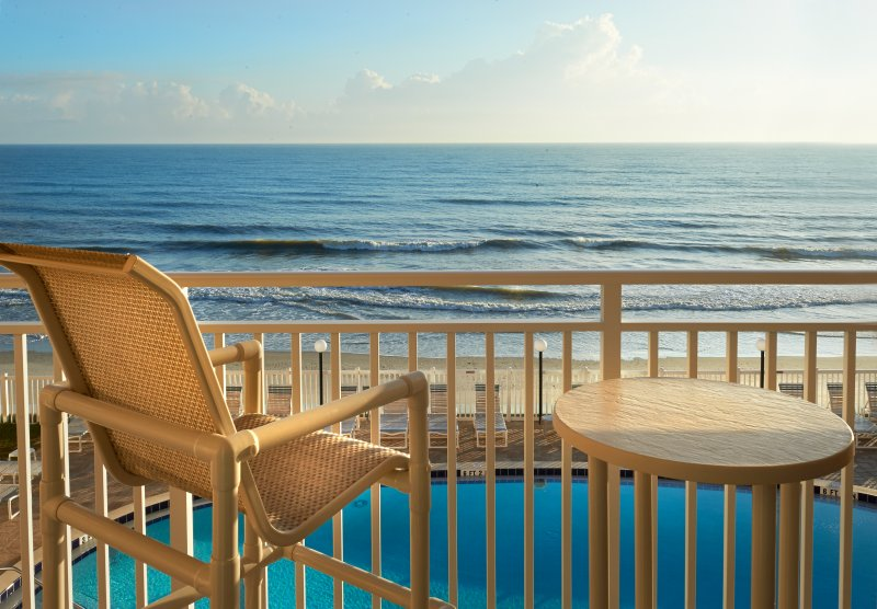 Direct Oceanfront - Fully Renovated - Amazing Ocean Views, vacation rental in Satellite Beach