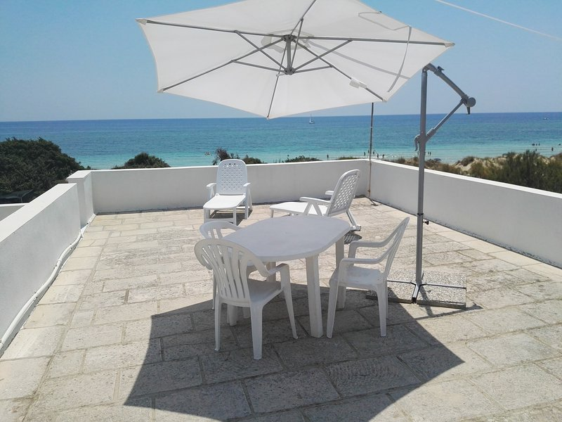 Front beach apartment in Salento, vacation rental in San Pietro in Bevagna