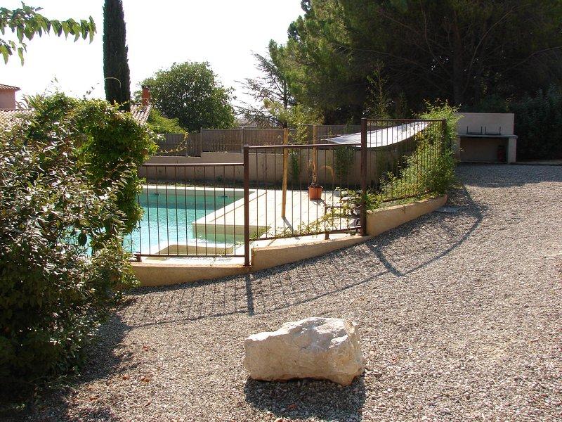 appartement de charme avec piscine, aluguéis de temporada em Nezignan-l'Eveque