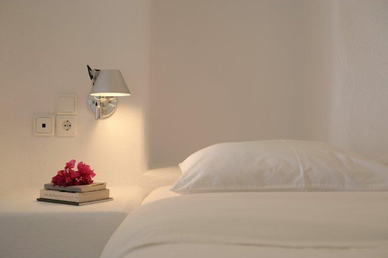 OW bedroom detail