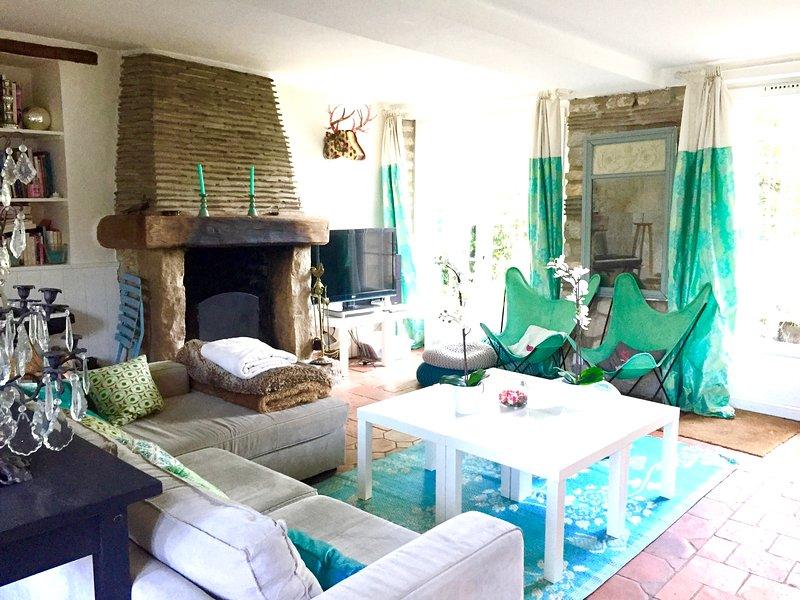 Maison de charme au Sud-ouest de Fontainebleau, 70km Paris, 6 chambres, holiday rental in Essonne