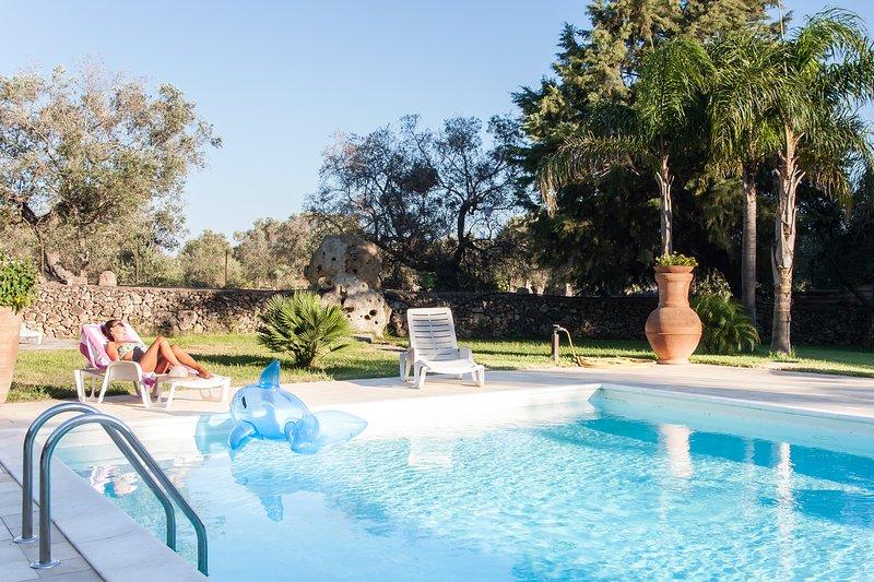 Villa mare e cavalli avente piscina privata m140, holiday rental in San Simone