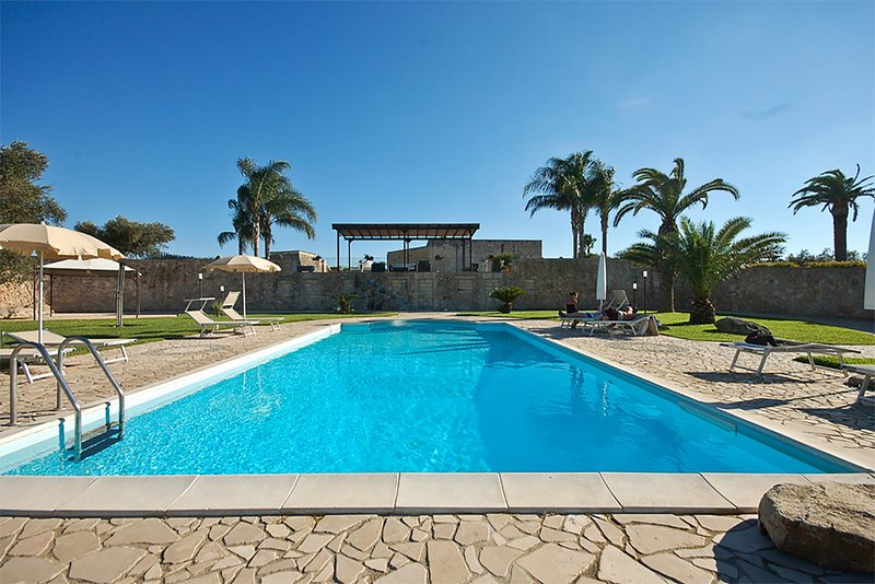 Masseria relax con piscina privata e trulli m590, vacation rental in Melendugno