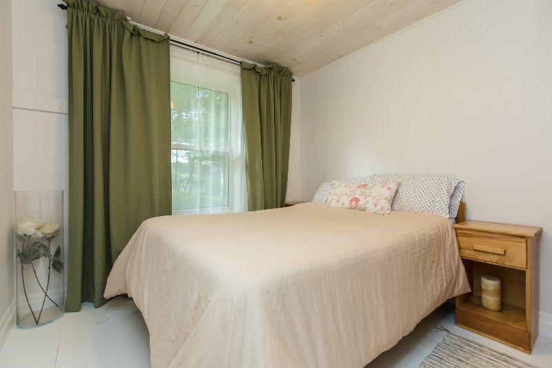habitación de invitados verde