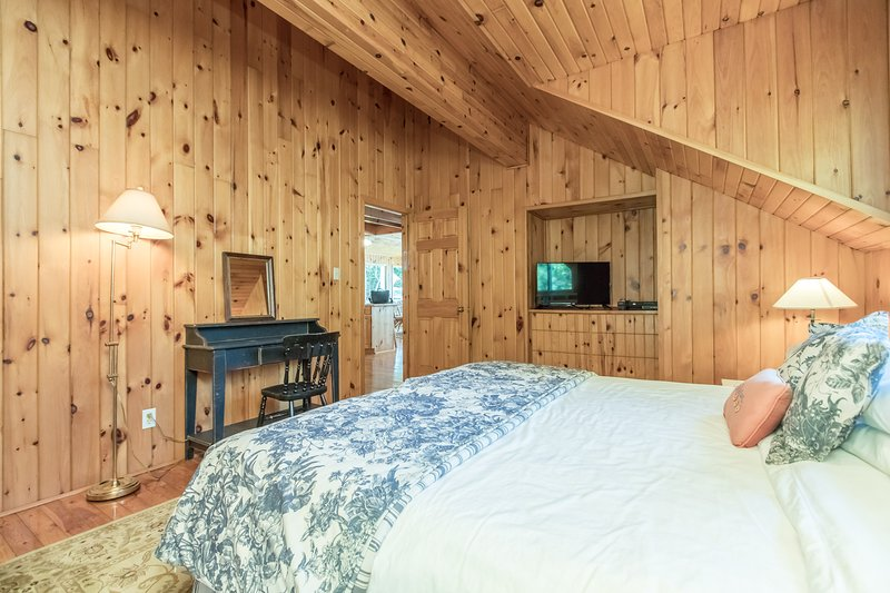 boathouse guest bedroom 1