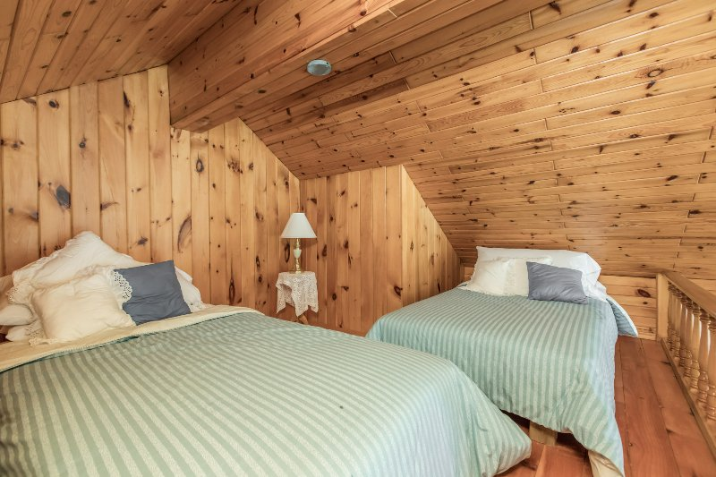 boathouse loft bedroom suitable for teens