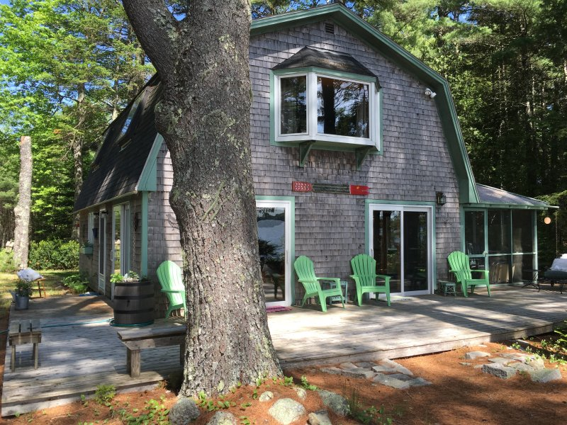 Tranquil lakeside cottage near Acadia National Park, vacation rental in Aurora