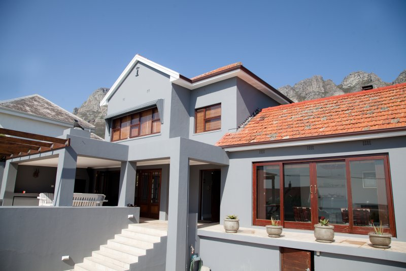 Camps Bay Beach Delight, holiday rental in Bakoven