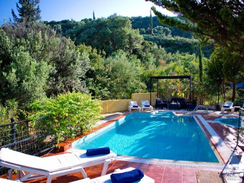 Kato Kateleios Villa Sleeps 6 with Pool and Air Con - 5228164, vacation rental in Katelios