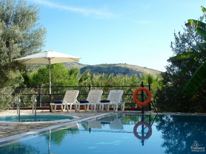 Kato Kateleios Villa Sleeps 6 with Pool and Air Con - 5228162, vacation rental in Katelios
