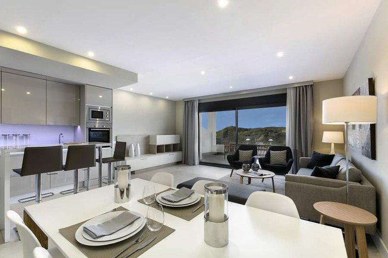 Duplex Penthouse Appartement Estepona, Marbella, vacation rental in Cancelada