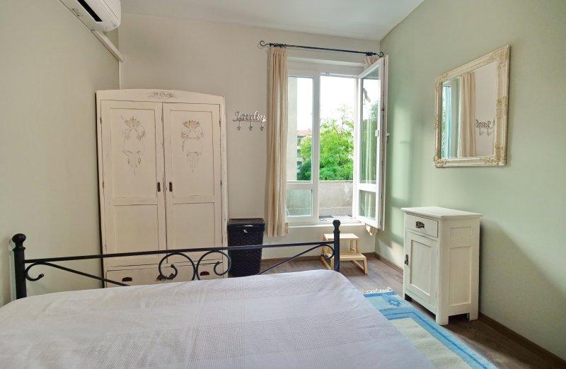 The Bookies Apartments, vacation rental in Vladaya
