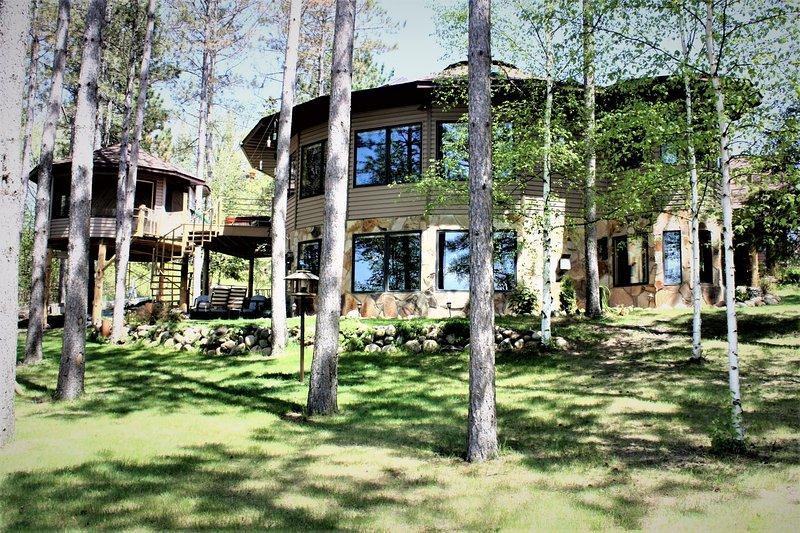 My Lake Home et Tree House C'est la maison du propriétaire et notre location de cabane dans les arbres, vous pouvez trouver dans la recherche