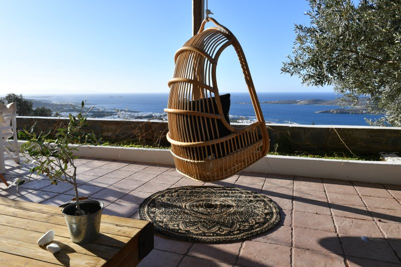 Infinity sea view cosy villa with private pool, holiday rental in Parikia