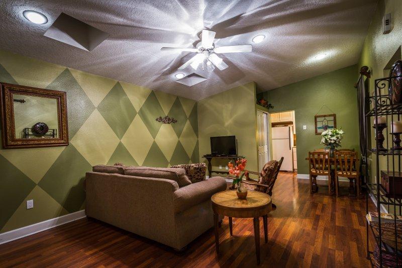 Private 19th Century Cottage - The Cabinet House, vacation rental in Los Ranchos de Albuquerque