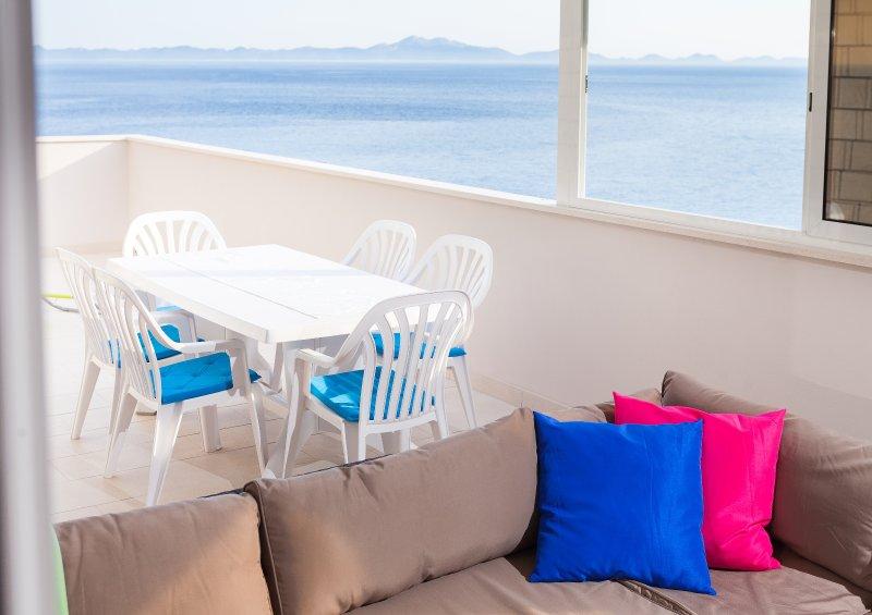 HOUSE GITA Apartment MARE, holiday rental in Zavalatica