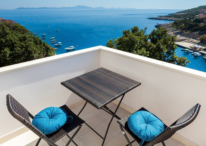 HOUSE GITA - KRISTINA Apartment, holiday rental in Zavalatica
