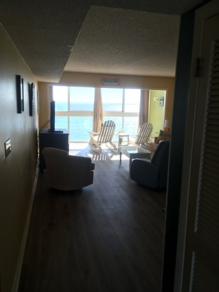 Edgewater West 84 — Oceanfront condo steps from the beach!, alquiler de vacaciones en Gulf Shores