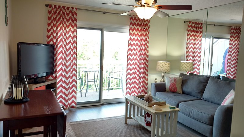 Top Floor Ocean View, Year Round 84* Heated Pool, Walk to EVERYTHING!, holiday rental in Hilton Head