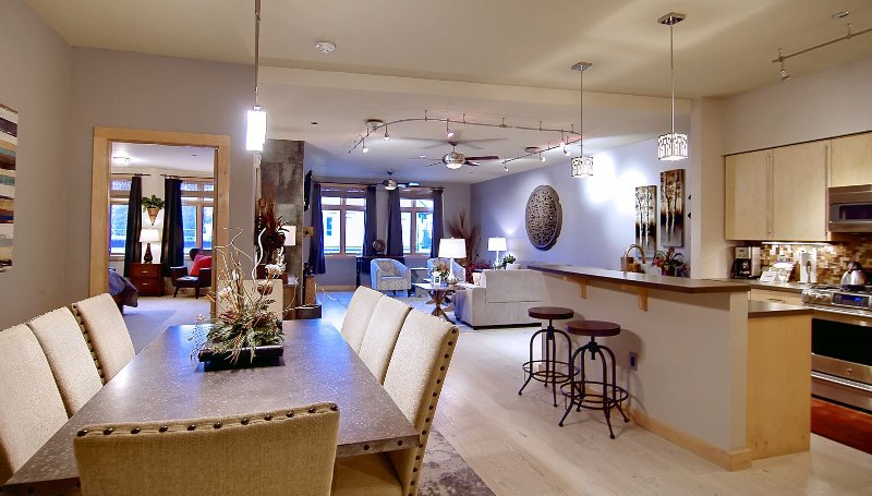Super High-end Downtown Steamboat Condo. Walk to 100 shops and restaurants!