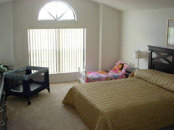 Toddler bed & Cribb