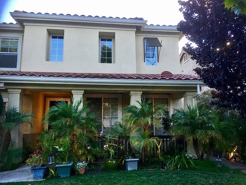 Maison moderne avec 4 chambres à coucher, 3 1/2 salles de bains dans près de 3400 m² Ft. dans un quartier calme et verdoyant
