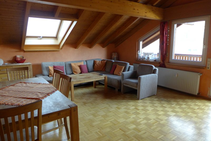 Messe CGN/DUS: Großräumige  4-Zimmer-Wohnung in guter Verkehrslage, holiday rental in Leichlingen