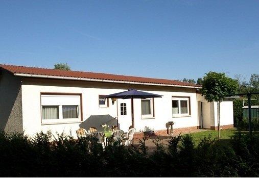 Gemütliches Ferienhaus direkt am Waldrand, holiday rental in Boddin