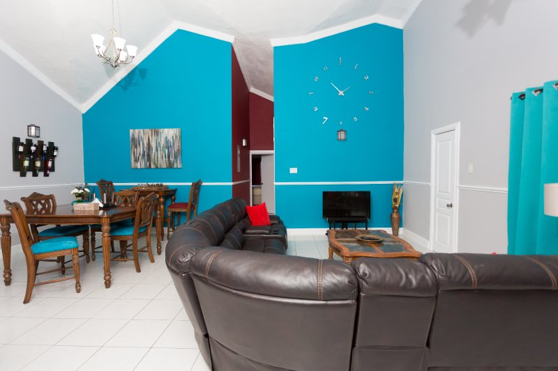 1 Bedroom Luxury Apartment, (Casa Tianna Kingston) UPDATED ...