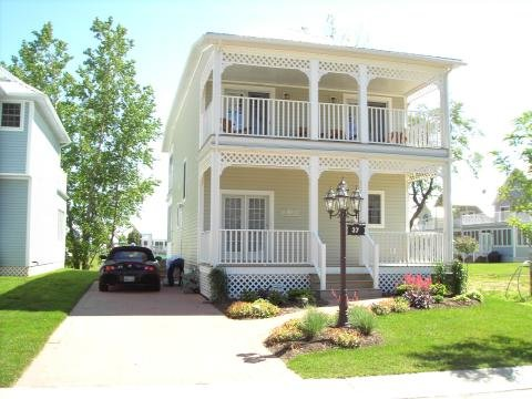 Crystal Beach Tennis and Yacht Club Cottage Rental, holiday rental in Ridgeway