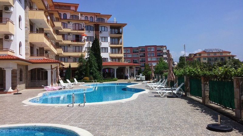 Fantastic Family 2 Bedroom Poolside Apartment - Close to the Beach!, holiday rental in Ravda