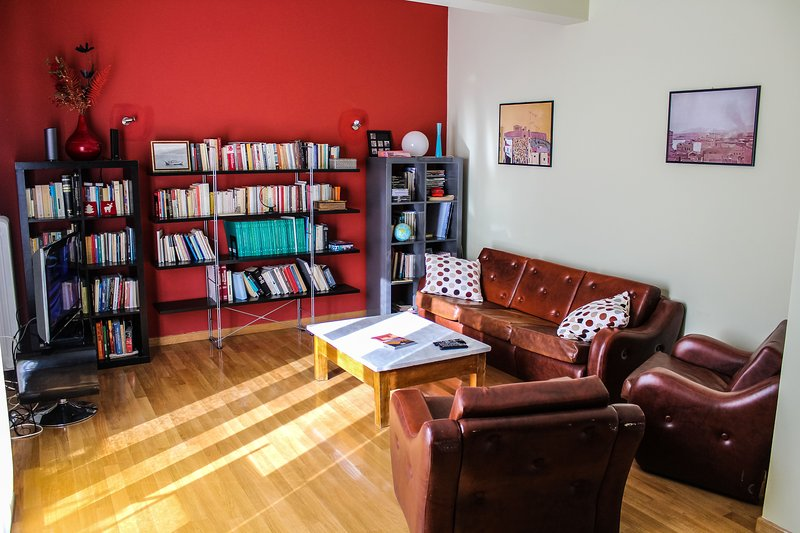 Rooftop spacious apartment in central Athens (Pangrati), holiday rental in Kaisariani