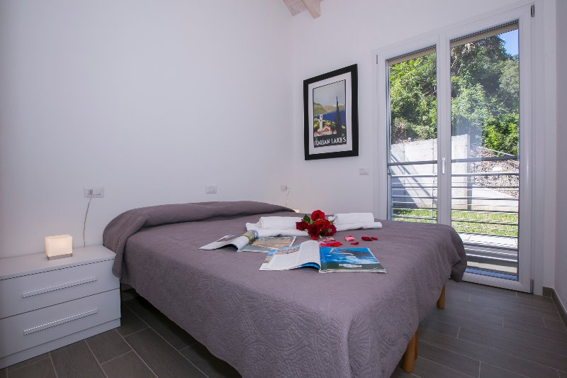 Bedroom 2 double bed 1 with view of the lake and balcony