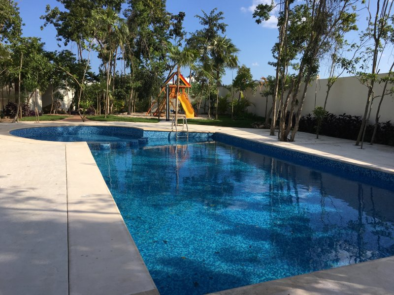 Pool with wading pool