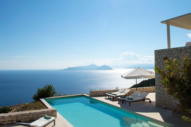 Urania villa Helios. Endless, breathtaking sea views. Tranquil setting., aluguéis de temporada em Ponti Agiou Petrou