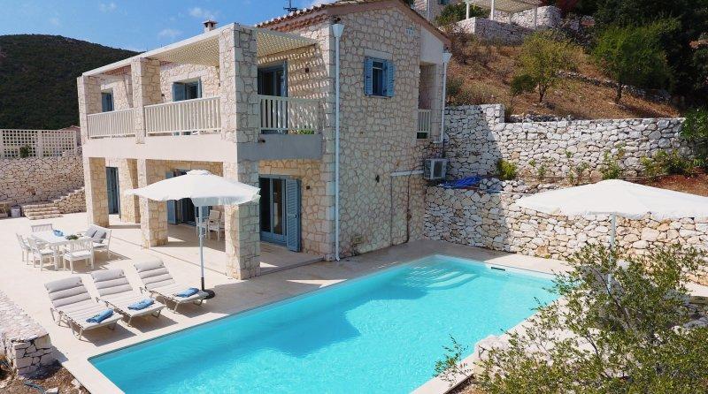 Urania villa Fos. Private pool. Breathtaking sea views. Tranquil setting, aluguéis de temporada em Ponti Agiou Petrou