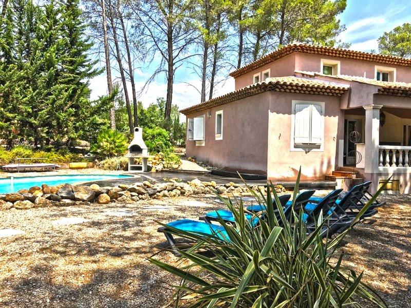 211010 new built 4-bedroom villa, 2 bathrooms, heated private pool, centre 5 km., alquiler de vacaciones en Var