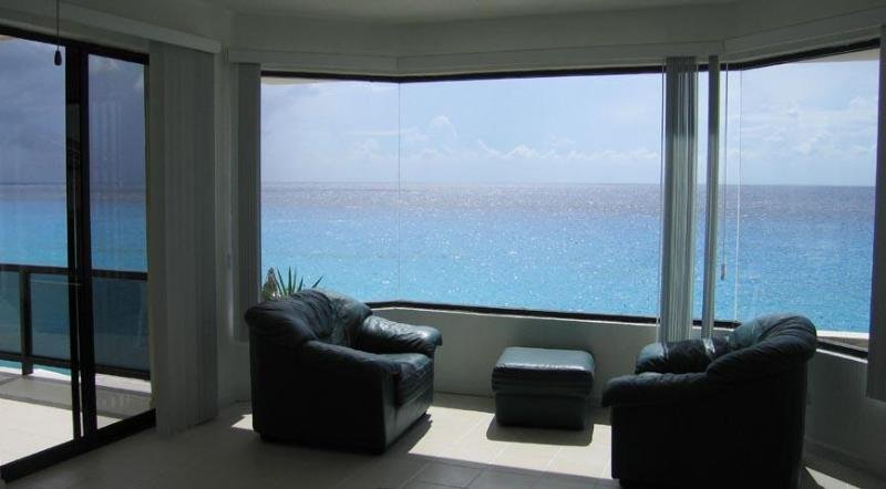 A Spacious Oceanfront Condo, Cozumel, Mexico, vacation rental in Cozumel
