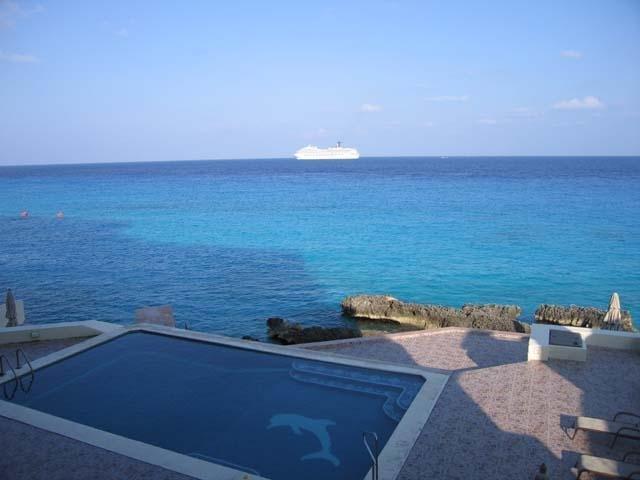La piscine depuis le balcon