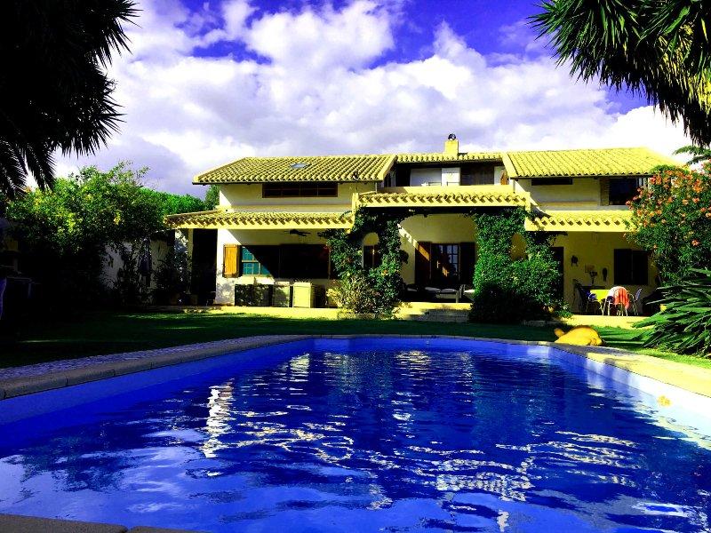 Villa singola 8 p., piscina privata, fronte spiaggia di sabbia, WiFi, vista mare, location de vacances à Quartu Sant'Elena