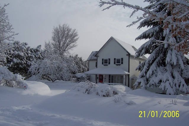 Country Home in the City (3 Bedrooms), vakantiewoning in Pontiac
