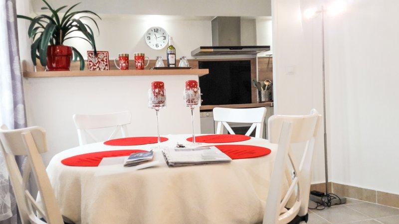 Table et cuisine équipée