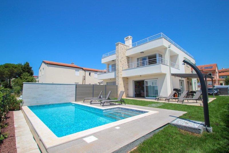 Villa Minerva A Novigrad-Istria,vista mare, 5 stelle,3 camere, piscina privata., alquiler de vacaciones en Novigrad