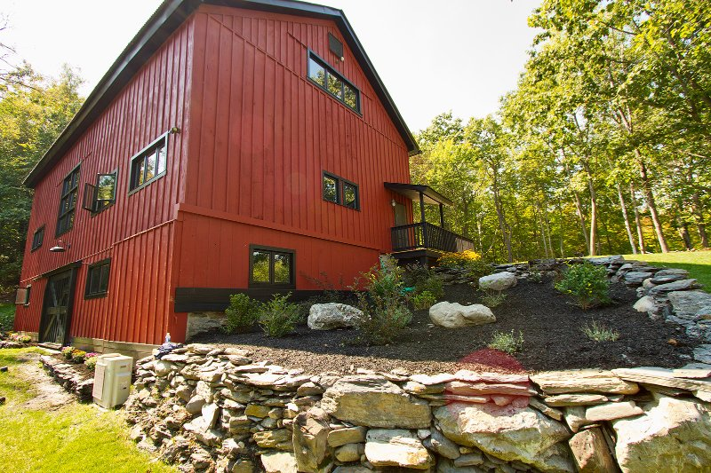 Classic Red and Black work Barn.