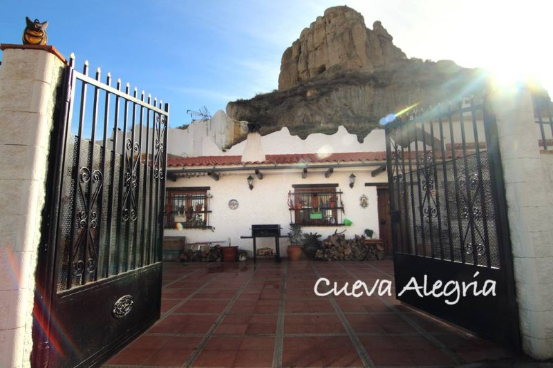 alquiler de habitaciones en casa cueva, aluguéis de temporada em Guadix