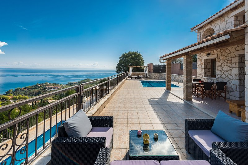 Socrates three-bedroom villa with sea view, vakantiewoning in Zakynthos