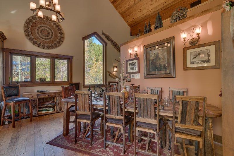 10 pies de teca. mesa de comedor y sillas
