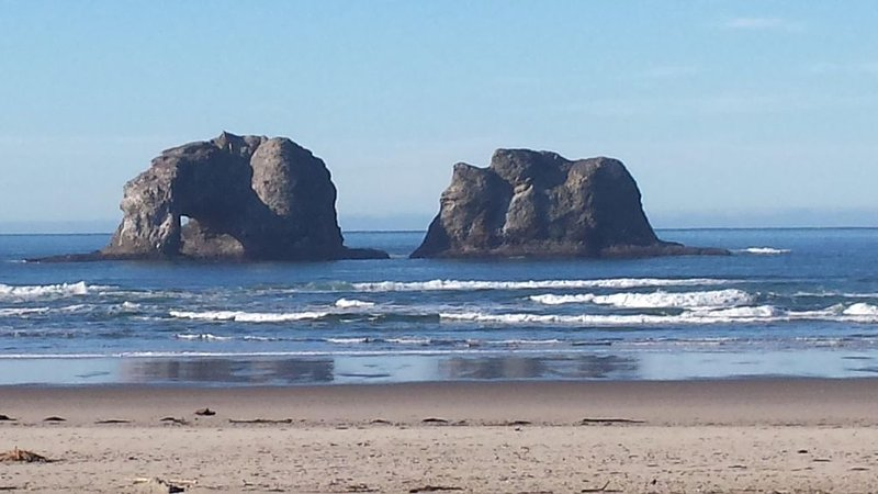 Twin Rocks, 7 miles of beach, out the front door!!