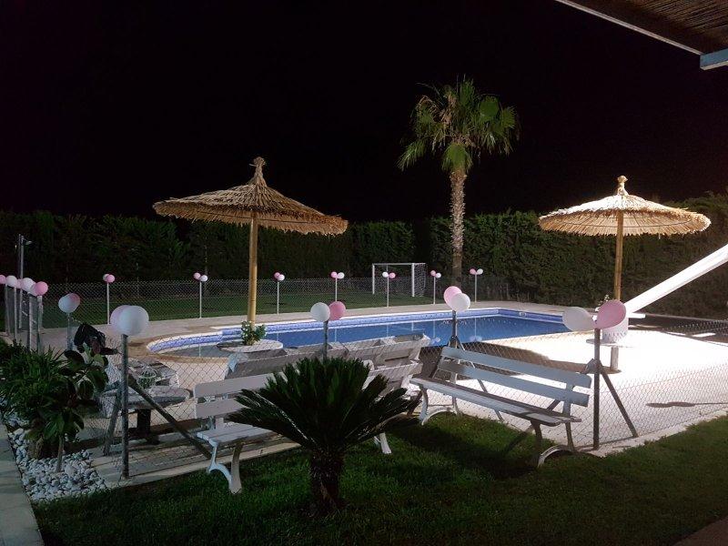 Graças à iluminação à noite pode desfrutar de uma esplêndida mergulho na piscina